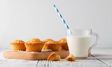 Πανεύκολα και νοστιμότατα cupcakes με λεμόνι (vid)