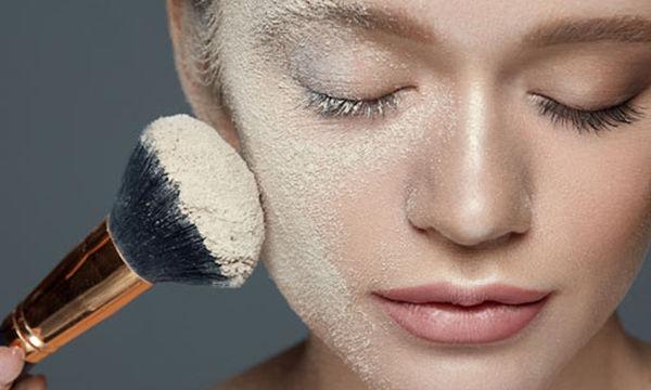 Έπεσε και έσπασε η πούδρα ή το make up σας; Δείτε πώς θα γίνουν σαν καινούργια ( vid)
