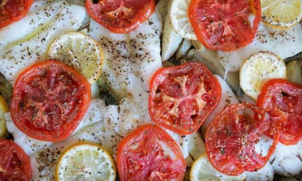 Μπακαλιάρος στο φούρνο με πατάτες - Φτιάξτε το σήμερα κιόλας