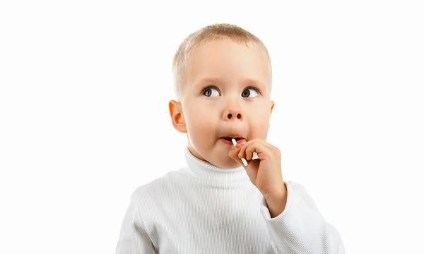 Aπό πότε «επιτρέπεται» η ζάχαρη στα μικρά παιδιά;