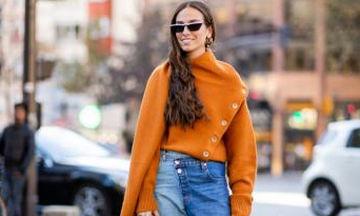Βρήκαμε το brand του πιο διάσημου πορτοκαλί πουλόβερ από το πρόσφατο street style