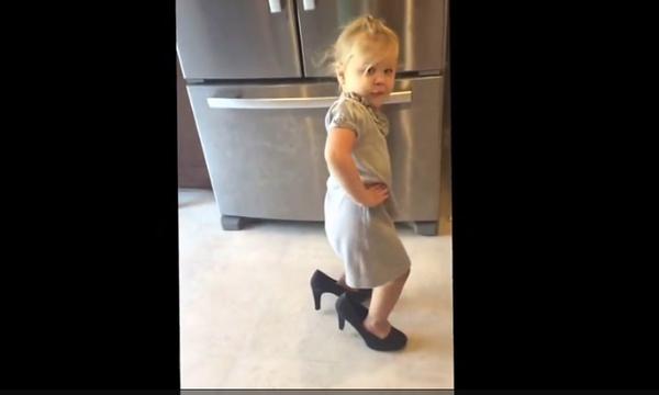 Αυτή η μικρή είναι ήδη μια σταρ και φαντασιώνεται την δική της πίστα! (vid)