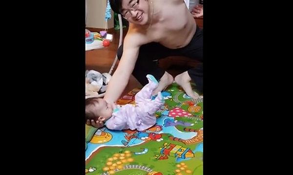 Τα αντανακλαστικά αυτού του μπαμπά είναι κορυφαία (vid)