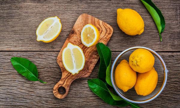 Αποτοξίνωση με λεμόνι: Επτά τρόποι που μπορείτε να το χρησιμοποιήσετε (vid)