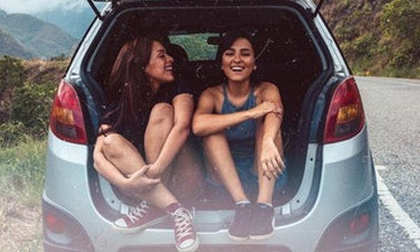 Τσακώθηκες με την αδερφή σου; 6 τρόποι για να τα ξαναβρείς μαζί της
