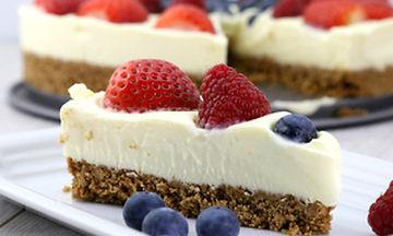 Συνταγή για εύκολο, νόστιμο cheesecake χωρίς ψήσιμο (video)