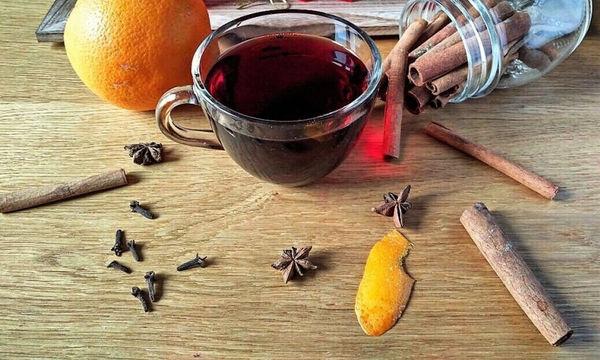 Glühwein: Η συνταγή για να φτιάξετε κι εσείς ζεστό γλυκό κρασί στο σπίτι