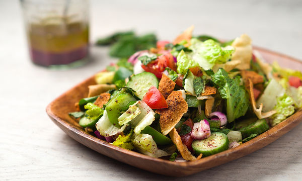 Δροσερή και χορταστική σαλάτα fattoush (vid)
