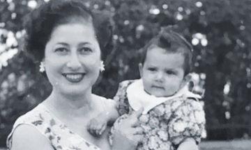 Η Ελληνίδα τραγουδίστρια με αυτή τη φωτογραφία γιόρτασε τα 64α γενέθλιά της