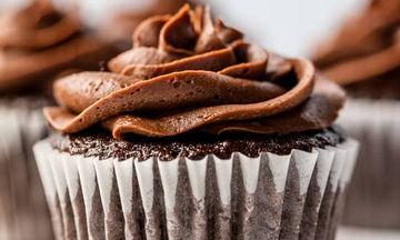 Σοκολατένια cupcakes - Διπλή απόλαυση (vid)