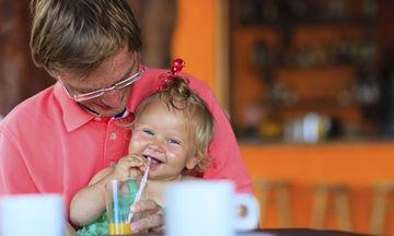 Τρώγοντας σε ένα εστιατόριο με το μωρό σας