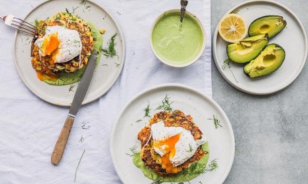 Κροκέτες κολοκυθιού με καλαμπόκι και πράσινη sauce από ταχίνι! Το αυγό το αναφέραμε;