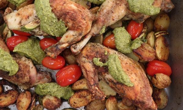 Κοτόπουλο στο φούρνο με λαχανικά και πέστο βασιλικού