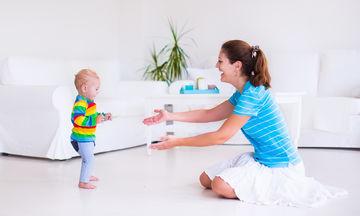 Μπουσούλημα και περπάτημα μωρού: Τι πρέπει να γνωρίζετε