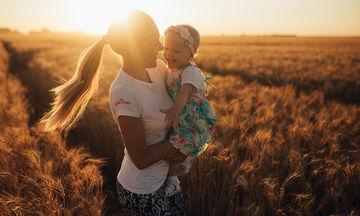 Υπέροχα γνωμικά και αποφθέγματα που μιλούν για τη γονεϊκή αγάπη