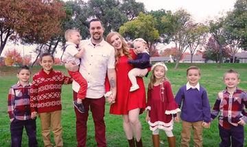 Έχω 7 παιδιά και έτσι είναι ένα 24ωρο μαζί τους (vid)