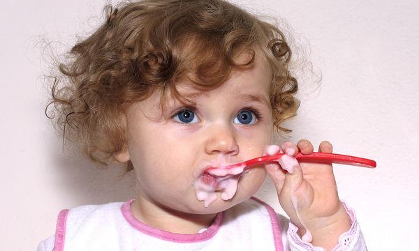 Τι πρέπει να τρώει ένα παιδί ενός έτους; (vid)