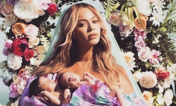 8 διάσημες μαμάδες που γέννησαν δίδυμα (pics)