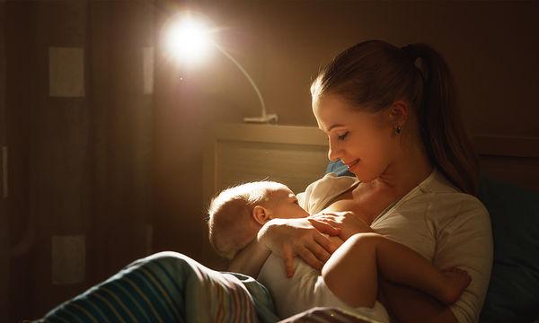 Μητρικός θηλασμός: Γιατί είναι σημαντικό να είστε χαλαρές όσο θηλάζετε
