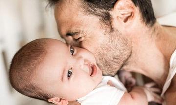 Είκοσι πέντε απίθανες φωτογραφίες μπαμπάδων με τα παιδιά τους σε στιγμές χαλάρωσης  (pics)