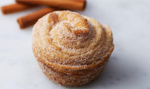 Λαχταριστά muffins πασπαλισμένα με ζάχαρη και κανέλα - Έτοιμα σε λίγα λεπτά (vid)