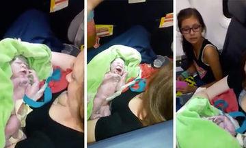 Μωρό γεννήθηκε εν πτήσει ξαφνιάζοντας γονείς και επιβάτες - Δείτε το βίντεο