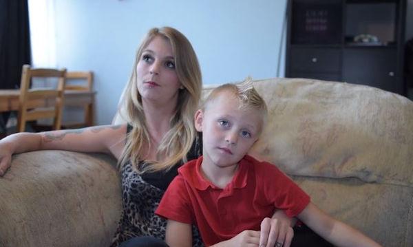 Έδιωξαν το παιδί της από το σχολείο λόγω... μοϊκάνας! (vid)