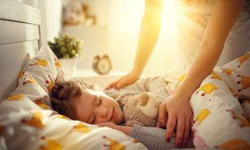 Ύπνος και παιδιά: Πιθανές αιτίες απώλειας ύπνου και λύσεις (vid)
