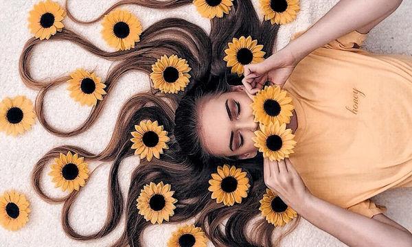 Φωτογραφίζει τα μαλλιά της με τον πιο εντυπωσιακό τρόπο που έχετε δει (pics)