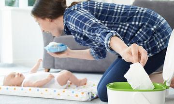 Έχετε ξεμείνει από μωρομάντηλα; Δείτε πώς θα φτιάξετε τα δικά σας (vid)