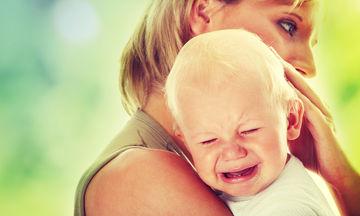 Γιατί κλαίνε τα μωρά; Μερικές συμβουλές για να τα χαλαρώσετε (vid)