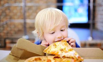 Παιδική παχυσαρκία: Πώς γίνονται τα παιδιά παχύσαρκα;