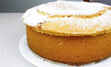 Αφράτο κέικ βανίλιας με κρέμα τυριού (vid)