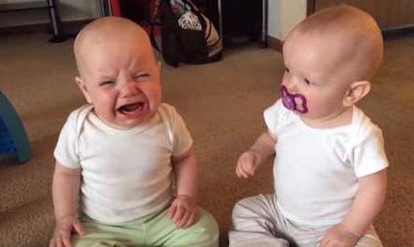 Αδέρφια: Καλύτεροι φίλοι ή «άσπονδοι εχθροί»; Δείτε και γελάστε! (vid)