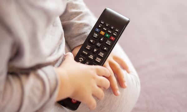 Παγκόσμια Ημέρα Τηλεόρασης: Πόσες ώρες την ημέρα πρέπει να βλέπουν τα παιδιά; (pics)
