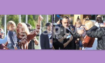 Κατερίνα Καραβάτου - Κρατερός Κατσούλης: Χαλαρή βόλτα με τα παιδιά τους! (Photos)