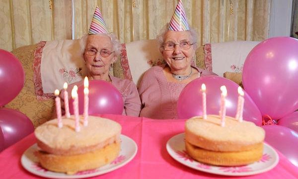 Ετών 102! Γενέθλια για τις γηραιότερες δίδυμες της Βρετανίας (vid)