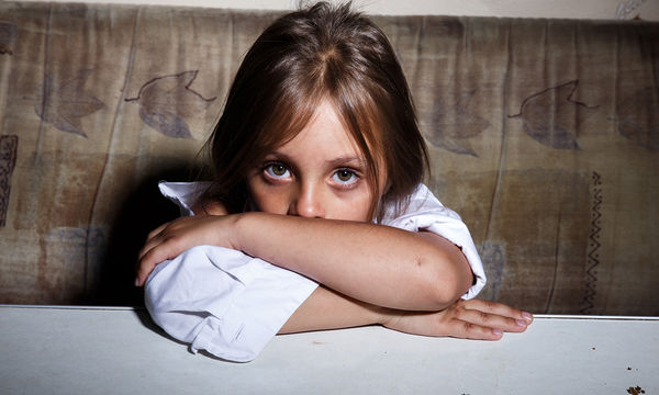 Παιδική κακοποίηση: Σημάδια που θα σας βοηθήσουν να την αναγνωρίσετε