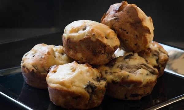 Αλμυρά muffins με μανιτάρια και σύκο