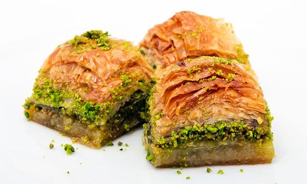 Παραδοσιακή συνταγή για τραγανό μπακλαβά με φιστίκι (vid)