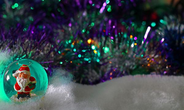 Χριστουγεννιάτικη πρόταση για δώρο: Μουσική κουρδιστή χιονόμπαλα «Αϊ-Βασίλης»