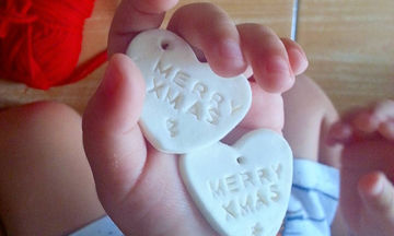 Ζύμη με κορν φλαόυρ για τα πιο όμορφα και πιο λευκά Χριστουγεννιάτικα στολίδια (pics)