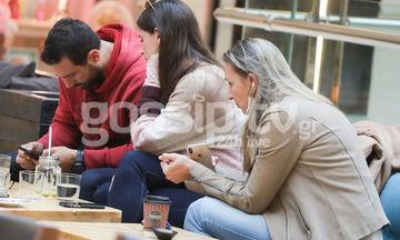 Σάκης Τανιμανίδης- Χριστίνα Μπόμπα: Πήγαν για καφέ και «κόλλησαν» στα κινητά τους! (Photos)