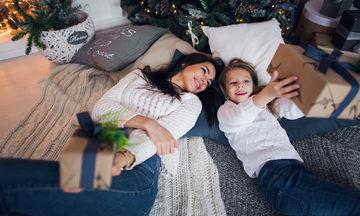 Λίστα με τα καλύτερα δώρα που μπορείτε να κάνετε στη μανούλα αυτά τα Χριστούγεννα