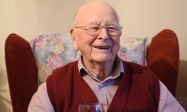 Παππούς 100 χρονών αποκαλύπτει το μυστικό της μακροζωίας του (vid)