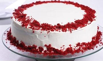 Red velvet cake: Συνταγή για εύκολο αλλά εντυπωσιακό γιορτινό κέικ (vid)