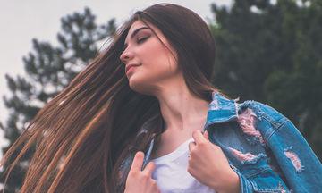 Δύο πανεύκολοι τρόποι για λεία και λαμπερά μαλλιά κάθε πρωί