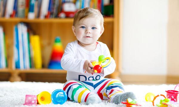 Είναι 12 μηνών; Ενισχύστε τις δεξιότητές του παίζοντας!