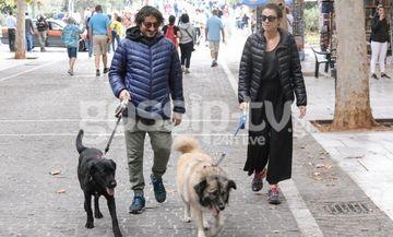 Χαραλαμπόπουλος-Πρίντζου: Βόλτα στην Πλάκα με τους... συγκάτοικους! (φωτό)