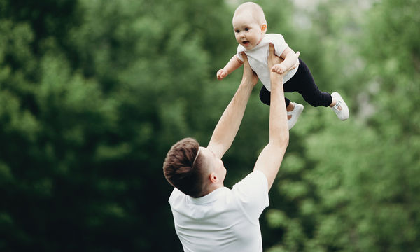 Όλοι οι νέοι μπαμπάδες κάνουν τα πάντα... ακόμη και ο δικός μας!